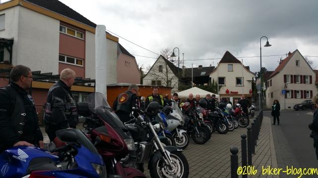 Knapp 20 teilnehmende Motorradfahrer