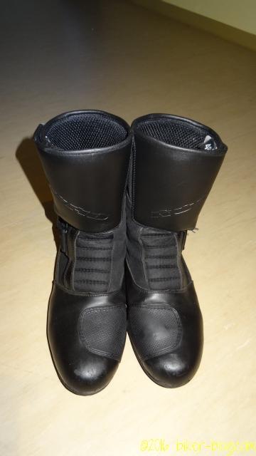 Stiefel nur mit Pflegecreme behandelt