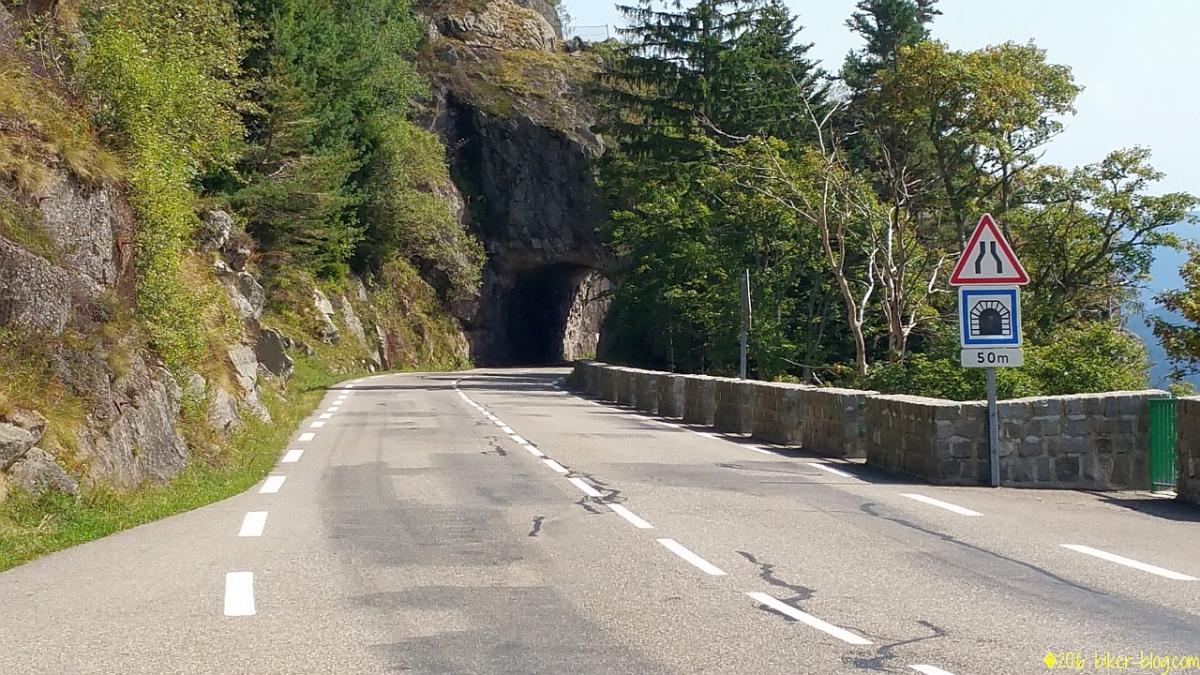 Tunnel durch den Berg beim Col de la Schlucht