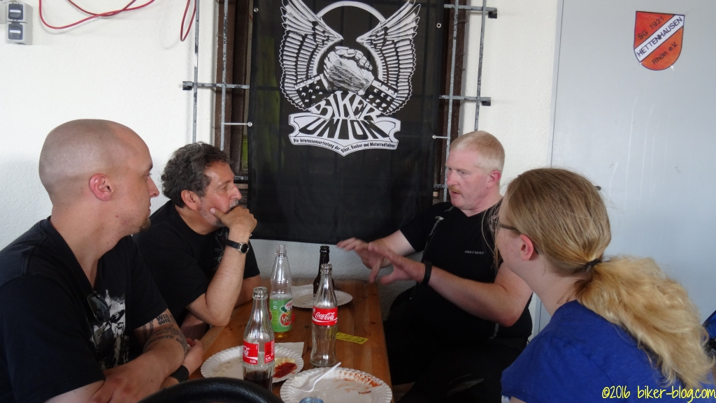 Auf der Biker Union 30 Jahre Party - Biker können immer essen